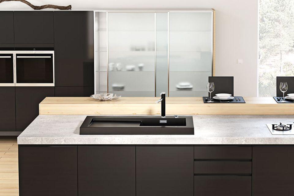Keramik, Glas und Stahl in der Küche