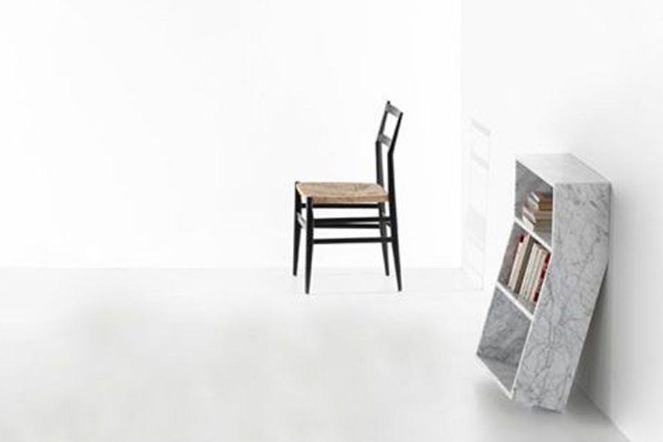 """Kleines Regal """"Melt"""" aus italienischem Carrara-Marmor"""