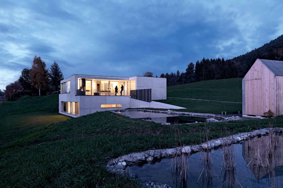 Architektenhäuser: Betonhaus am Hang