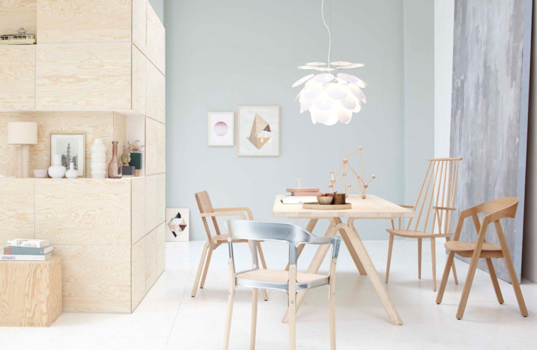 Viel Holz, Licht und elegante Formen - skandinavische Möbel sind bekannt für ihre Leichtigkeit. Und diese schlichte Eleganz ist es wohl auch, die das skandinavische Design in aller Welt bekannt machte.