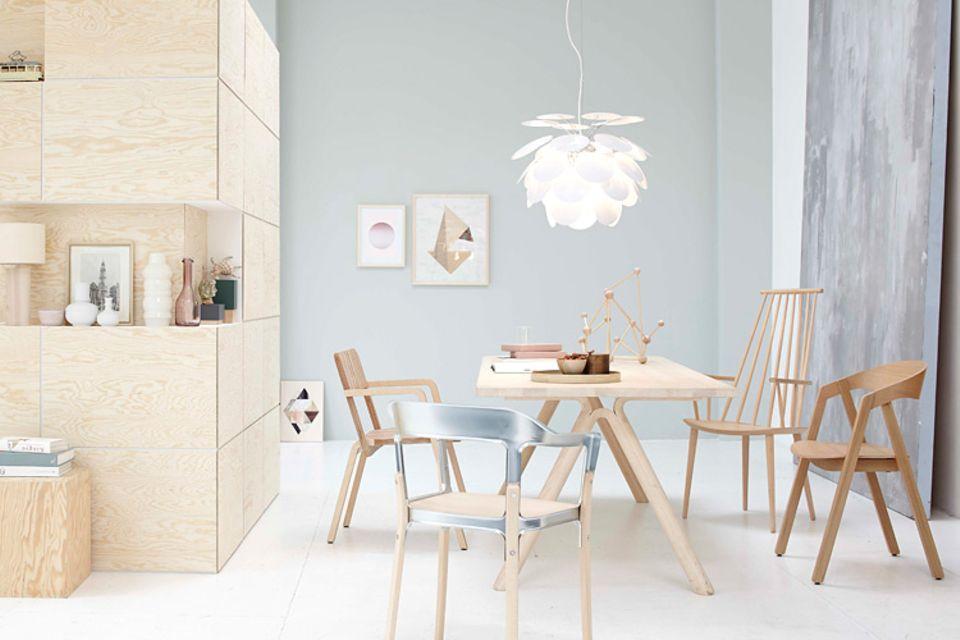 Möbel aus natürlichen Materialien wie Holz oder Leder benötigen spezielle Möbelpflegemittel und hin und wieder etwas Aufmerksamkeit.