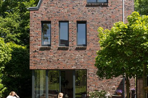 Schmales Stadthaus mit Klinkerfassade