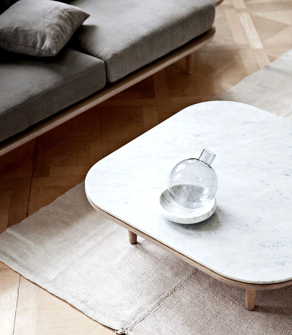 Da Marmor wasserfest ist, eignet es sich auch hervorragend als Tischplatte. Und sieht edel aus.