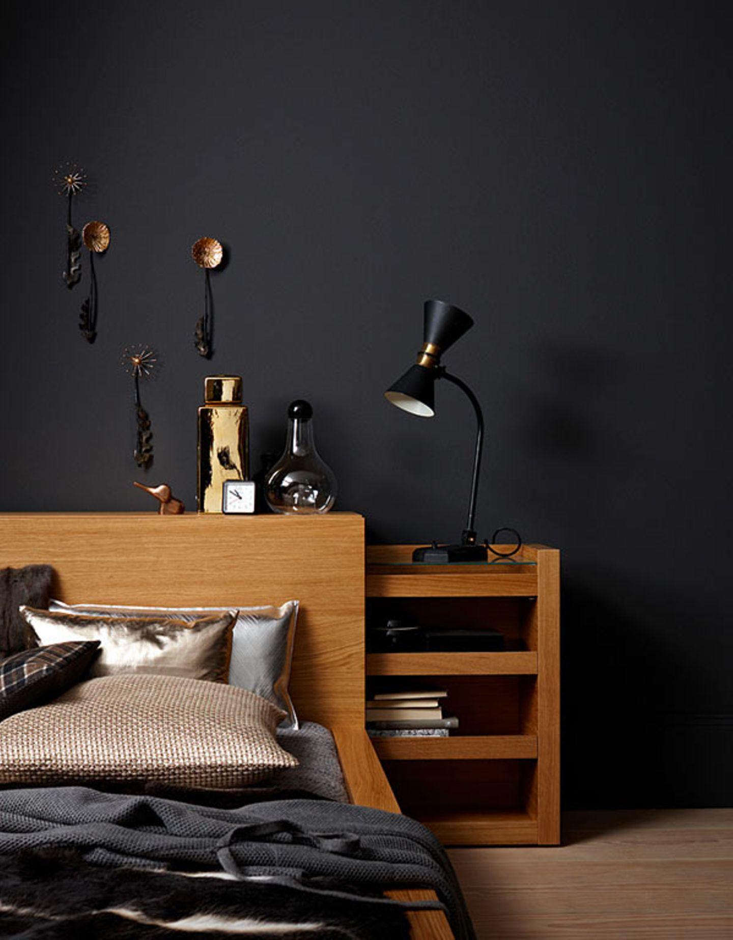 Schlafzimmer in warmem Anthrazit