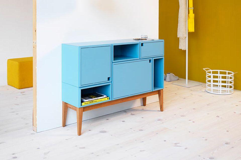 Birkenholz mit Hellblau und Gelb