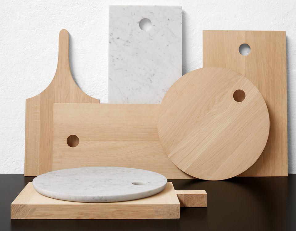 """Wohnen mit Naturmaterialien: In Kombination mit Holz: Marmor-Schneidebrett """"AC07 CUT"""" von E15"""