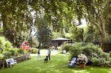 Ein Garten mit Gästehaus