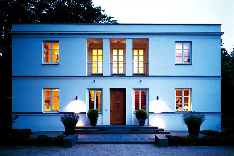 Symmetrische Flachdachvilla