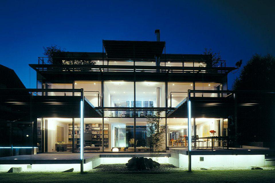 Flachdach-Haus aus Stahl und Glas