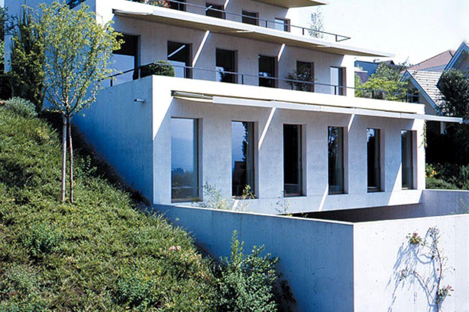 Treppenartiges Haus am Hang