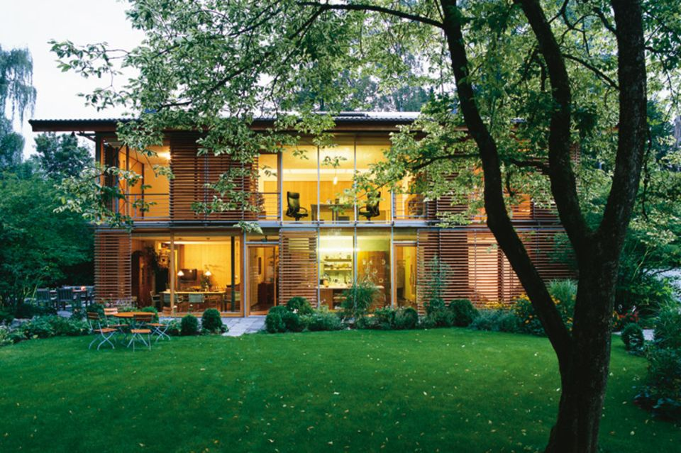 Lärchen-Holzhaus mit gläserner Fassade