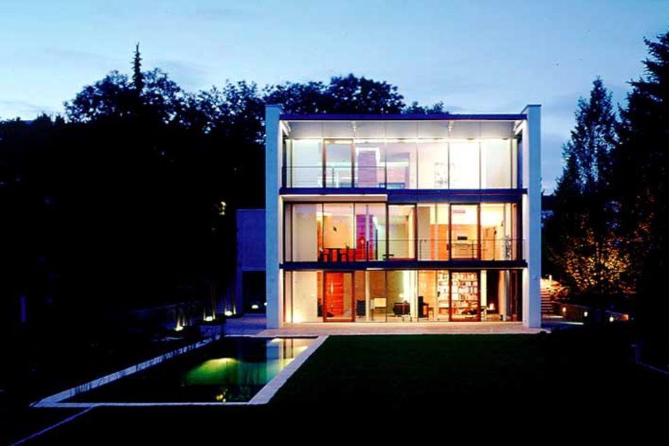 Architektenhäuser: Wohnkubus mit großer Fensterfront