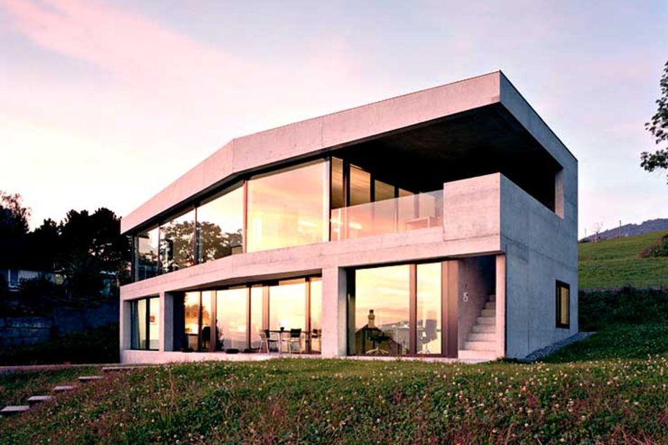 Hanghaus aus Glas und Beton