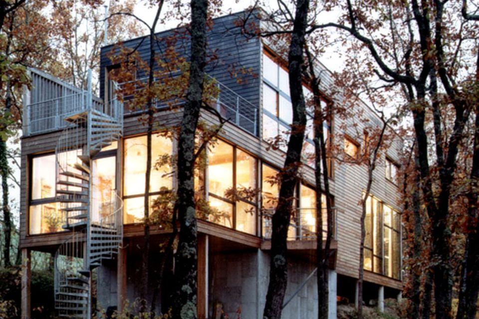 Holzhaus auf Stelzen