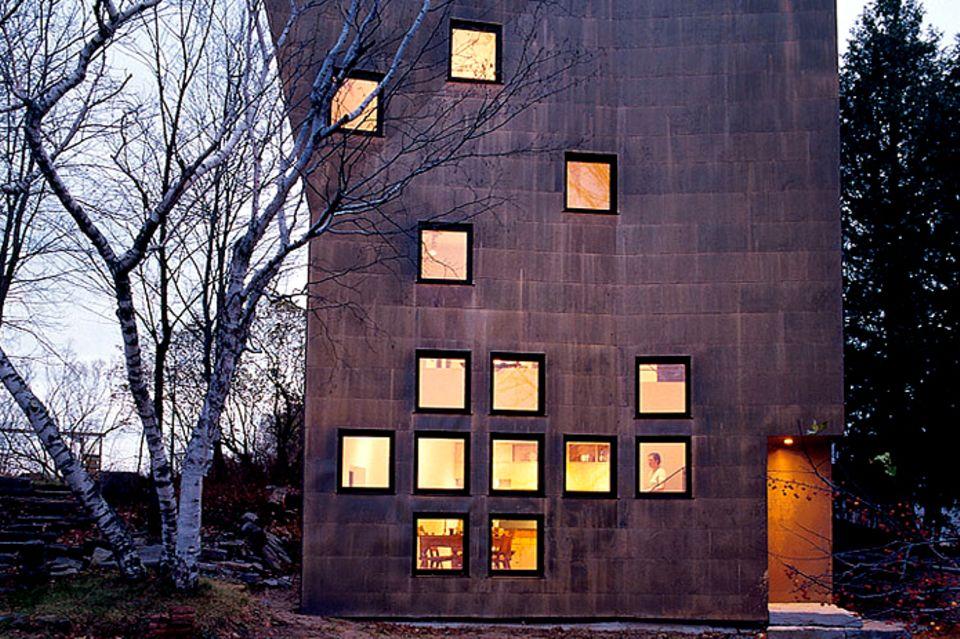 Architektenhäuser: Wohnturm mit ungewöhnlicher Fassade