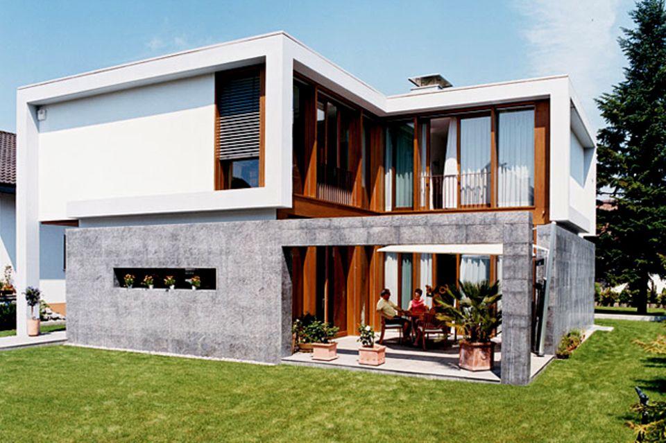 Flachdachhaus mit üppiger Verglasung