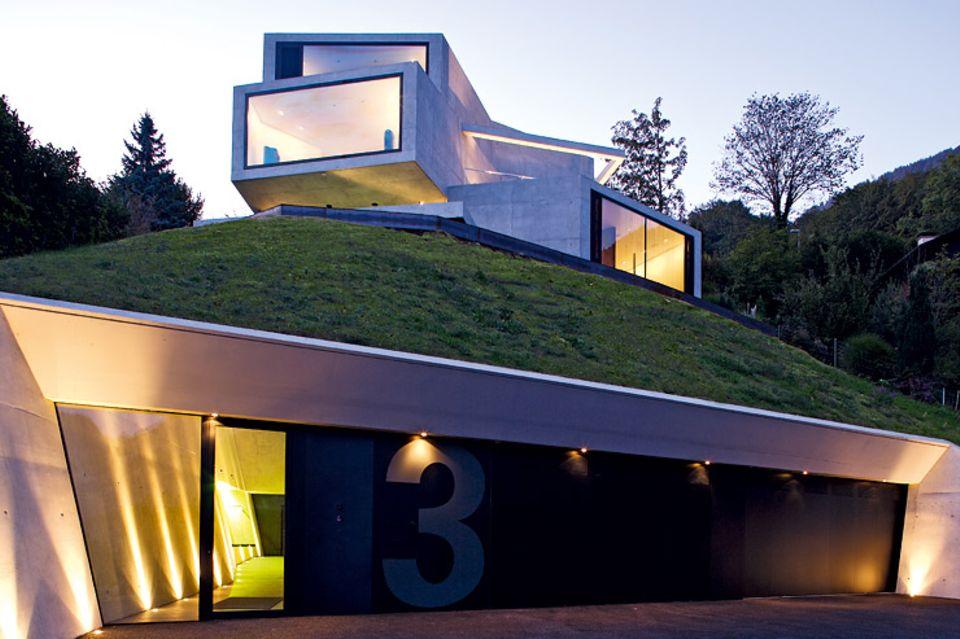 Architektenhäuser: Verschachtelte Villa aus Betonboxen