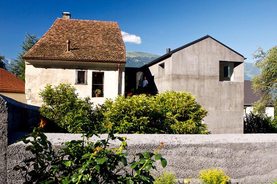 Architektenhäuser: Bauernhaus mit monolithischem Anbau