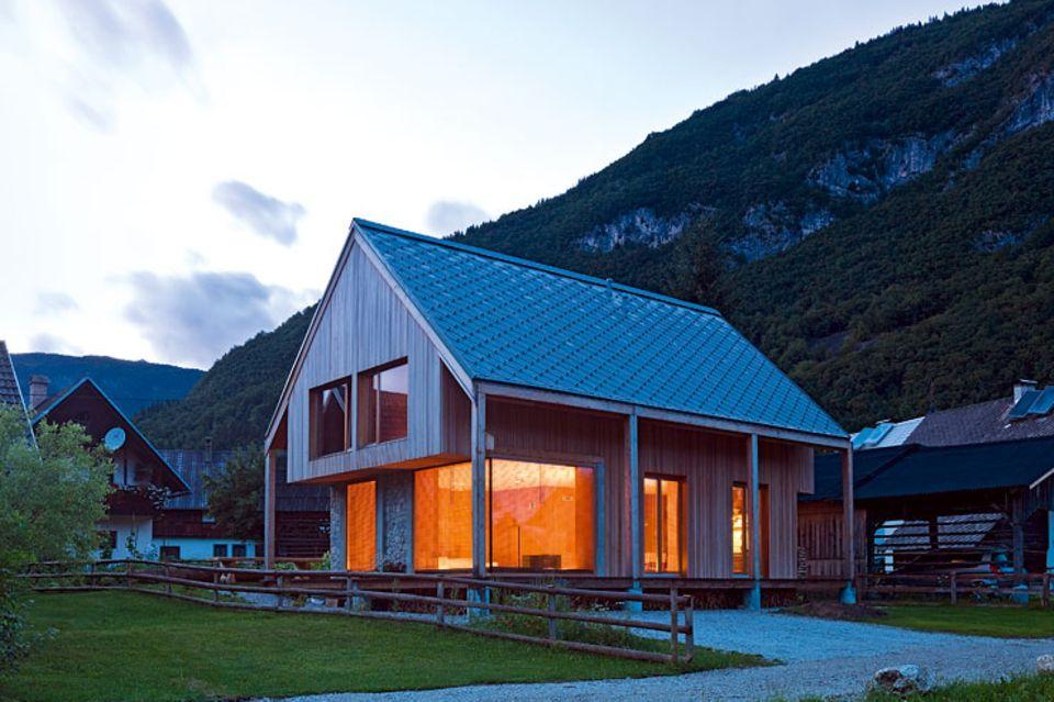 Architektenhäuser: Pures Ferienhaus mit viel Holz