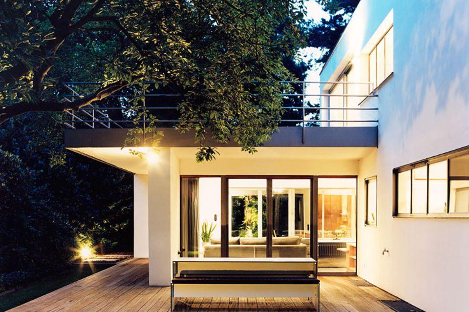 Architektenhäuser: Kubisches Flachdachhaus im Mies-van-der-Rohe-Stil