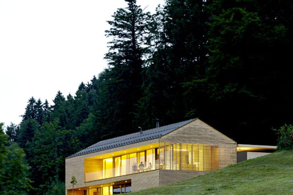 Architektenhäuser: Gemütliches Landhaus aus Weißtanne