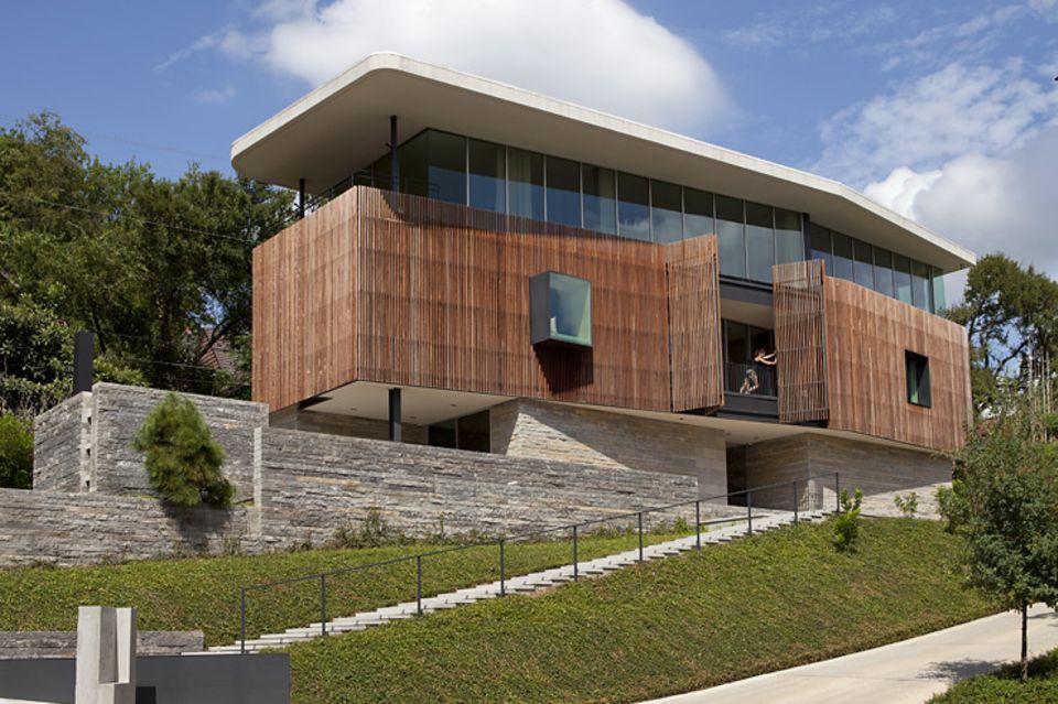 Architektenhäuser: Landhaus auf Natursteinsockel