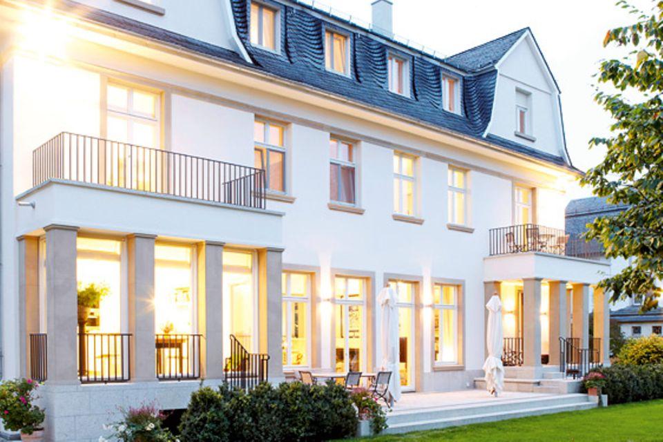 Architektenhäuser: Restauriertes Patrizierhaus mit Mansarddach