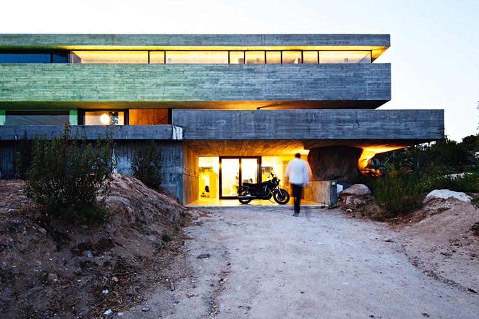 Architektenhäuser: Kostengünstiges Doppelhaus aus Beton