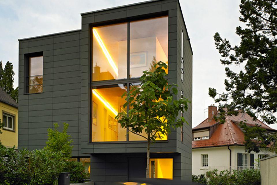 Architektenhäuser: Familienhaus auf kleinem Grund
