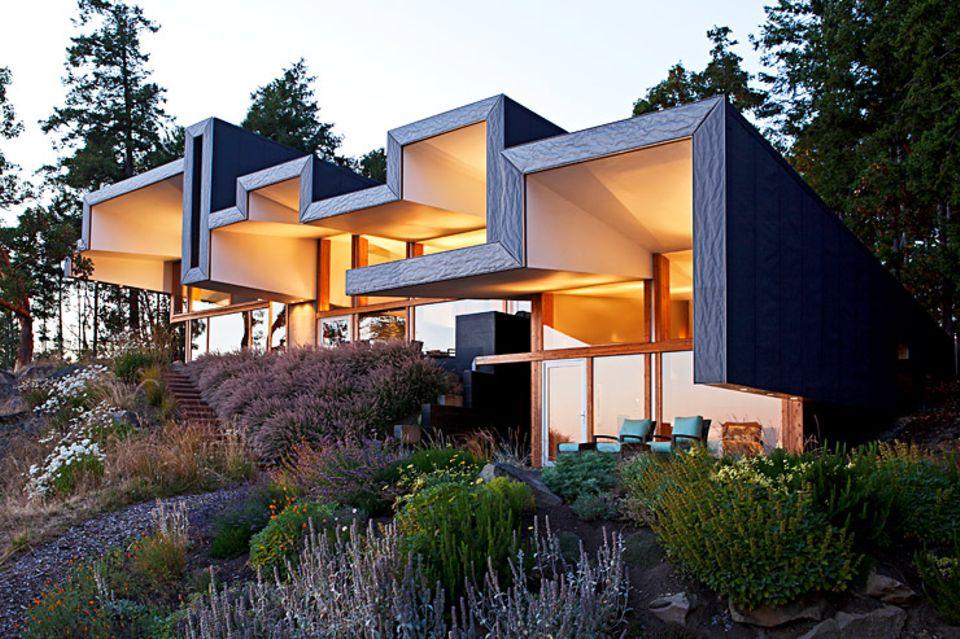 Architektenhäuser: Glasbau mit gefaltetem Dach