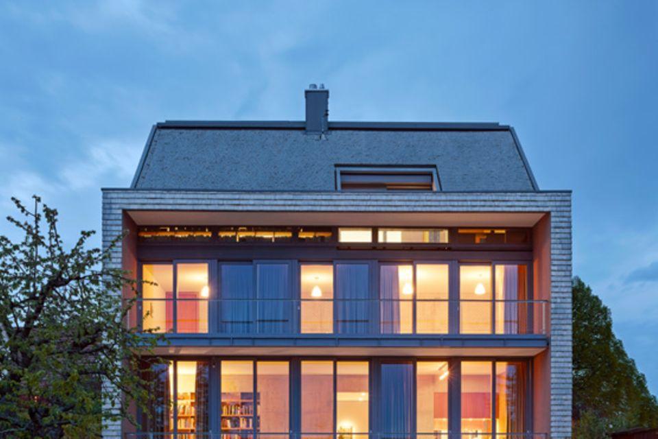 Architektenhäuser: Puristischer Neubau mit Betonkern