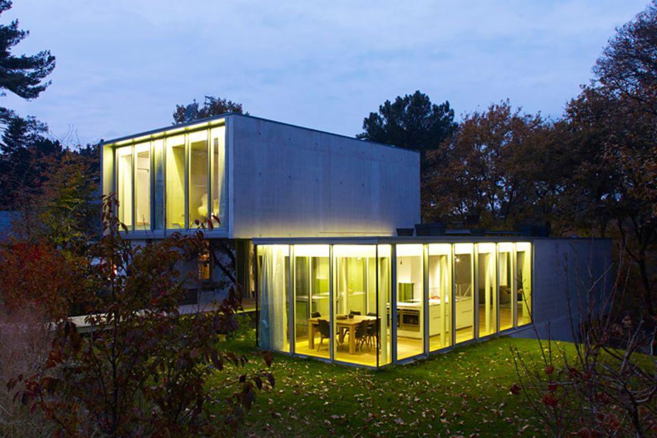 Architektenhäuser: Modernes Familienhaus am Hang