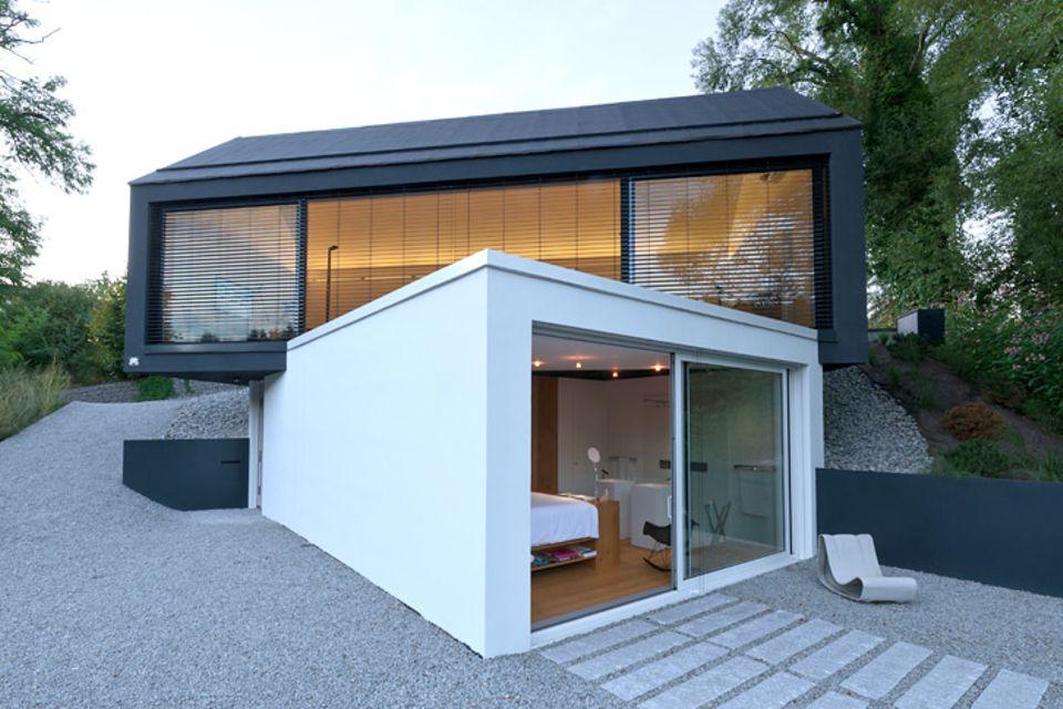 Architektenhäuser: Hanghaus mit gestapelten Baukörpern
