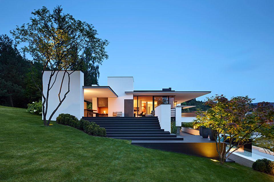 Flachdach-Villa am Hang - Bild 2