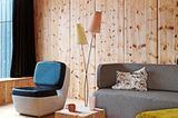 Wohnzimmer in hellem Holz - Bild 4