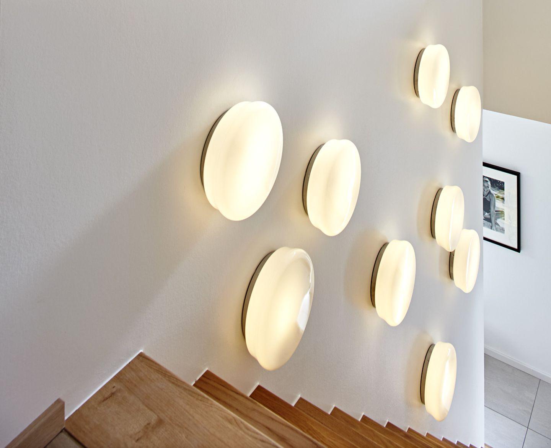 SCHÖNER WOHNEN-Haus: Beleuchteter Aufgang: Treppe mit Wandschmuck - Bild 8