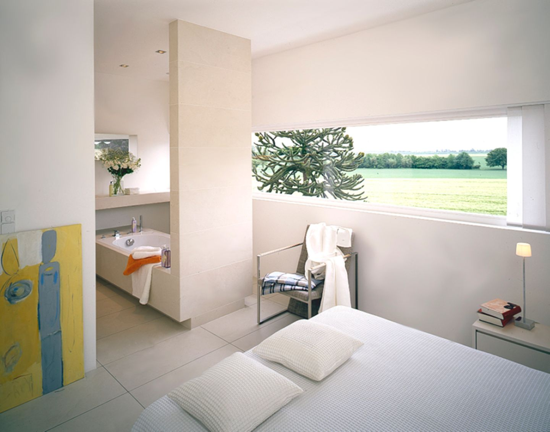 Bad und Schlafzimmer kombiniert