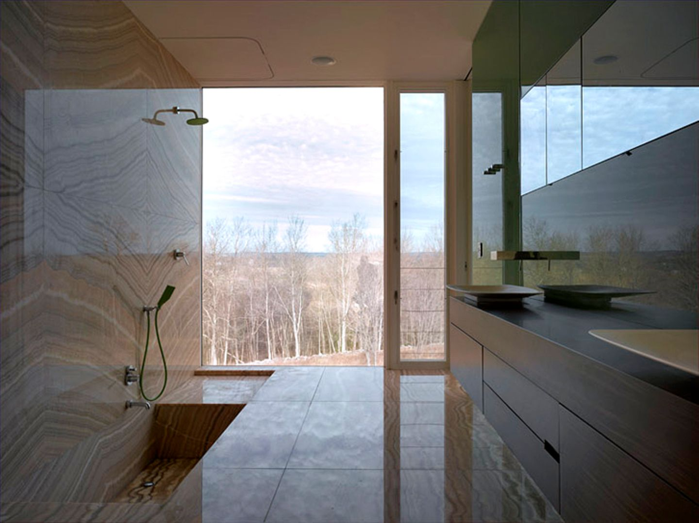 Badezimmer mit edlen Materialien