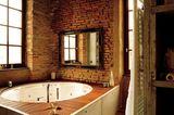 Badewanne mit Holzdeck