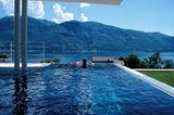Pool-Blick auf die Schweizer Alpen