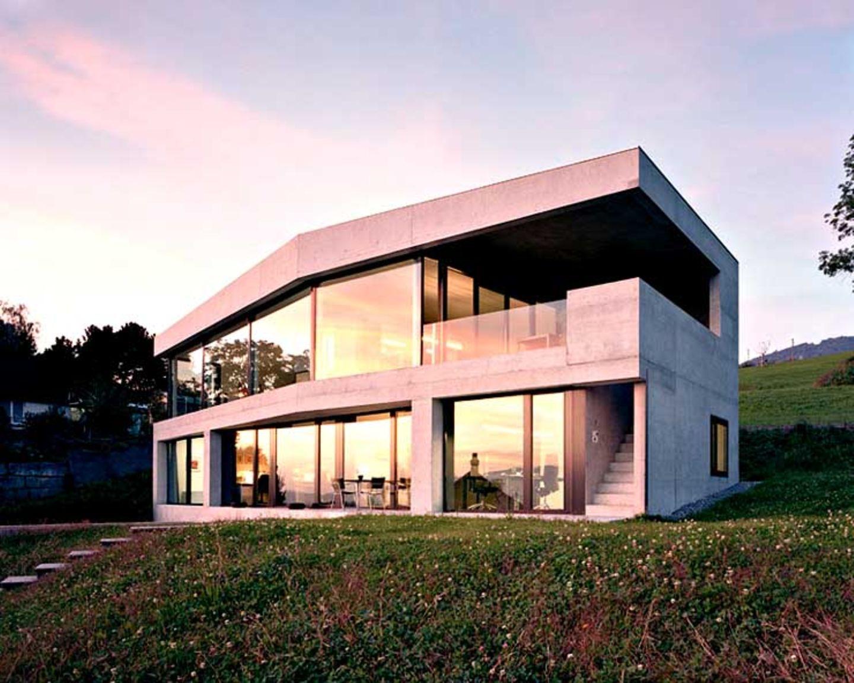 Villa mit strengen Formen