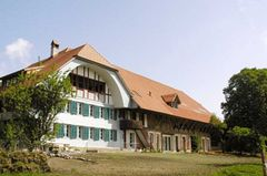 Bogenförmiges Vordach