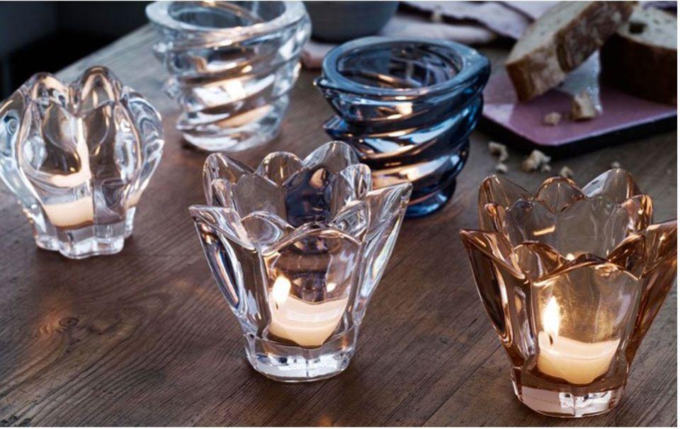 """Kerzen in klein: Teelichtbehälter aus der Serie """"Reflection"""" von Holmegaard."""