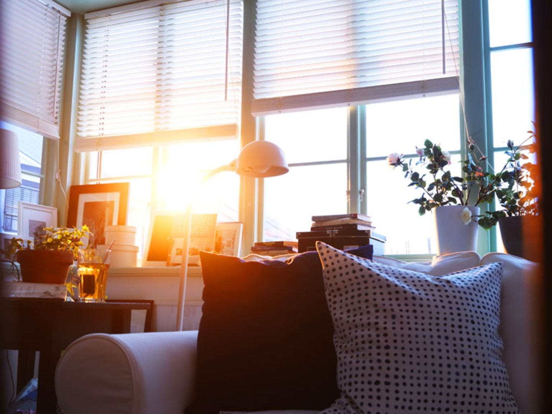 """Die Jalousie """"Lindmon"""" von Ikea ist mit Holzlamellen ausgestattet."""