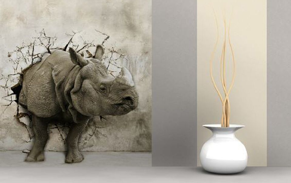 """Die Digitaldruck-Fototapete """"Nashorn"""" von Tapetenjoe ist aus Vlies gemacht, reißfest und trocken einfach von der Wand abziehbar."""