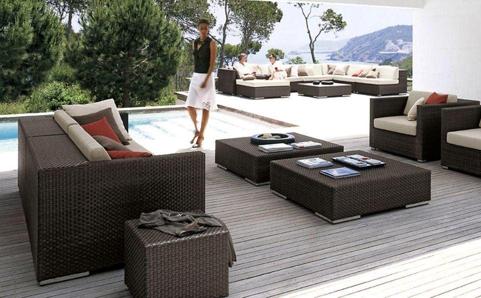 Bequeme Polstermöbel machen die Terrasse zum Outdoor-Wohnzimmer