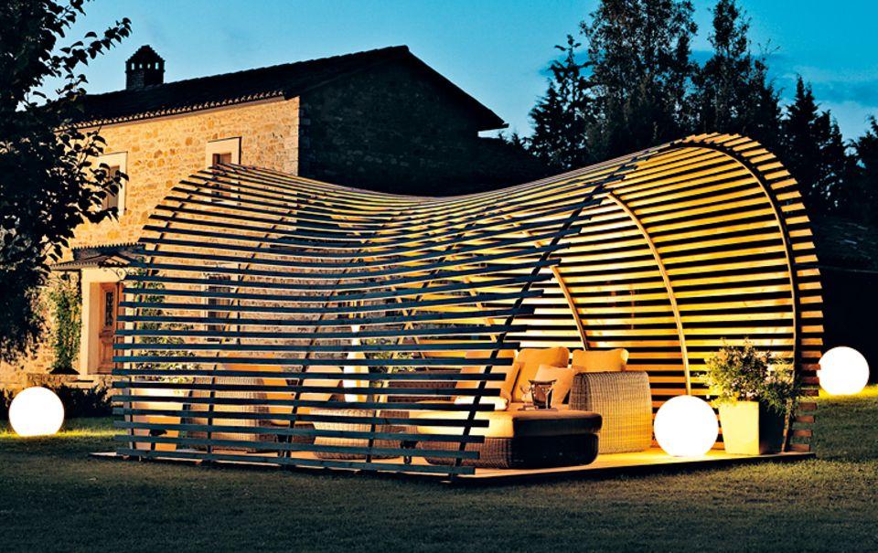 """Gartenmöbel aus Holz: Holzüberdachung """"Wave"""" von Unopiu'"""