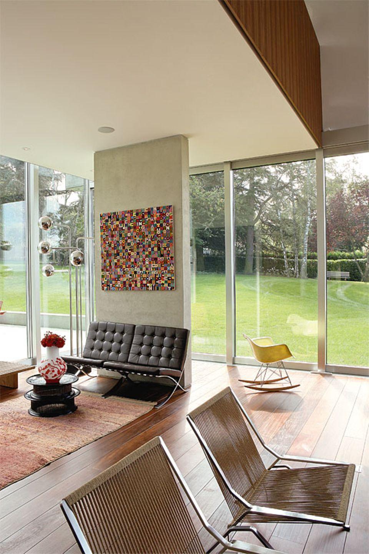 Wohnzimmer mit Ausblick ins Grüne