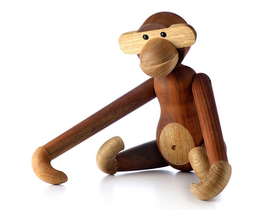 Der Affe aus Limba- und Teakholz von Kay Bojesen ist ein typischer Accessoire-Klassiker aus der Mid-Century-Zeit.