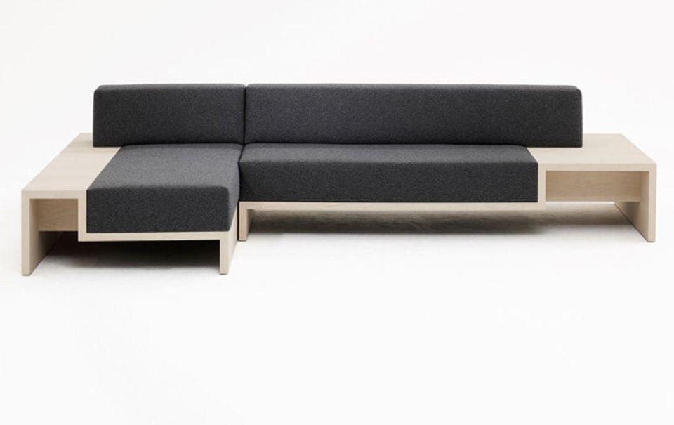 Sofa mit integriertem Tisch